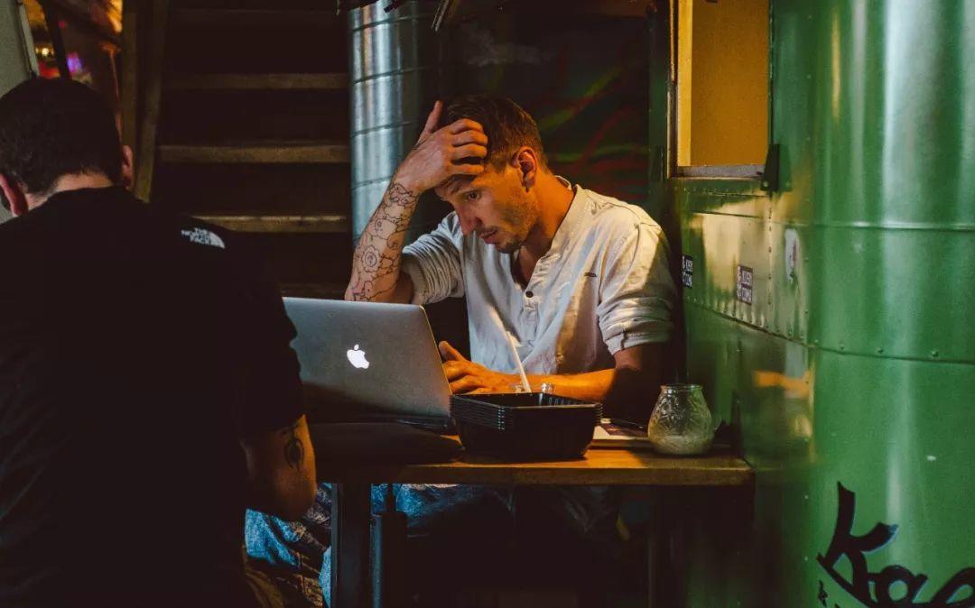 废掉一个人最隐蔽的方式,是让他忙到没时间成长