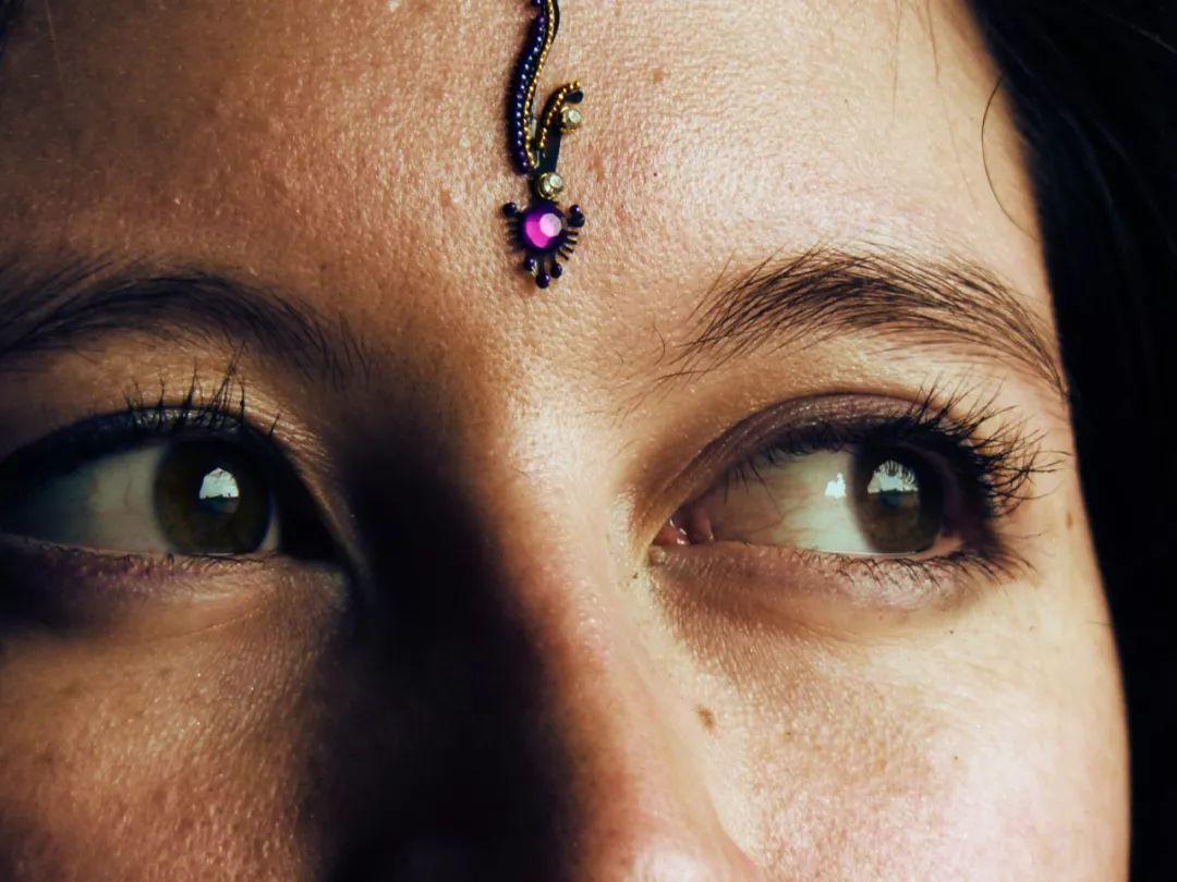 """印度的""""眉间一点红""""是什么意思?"""