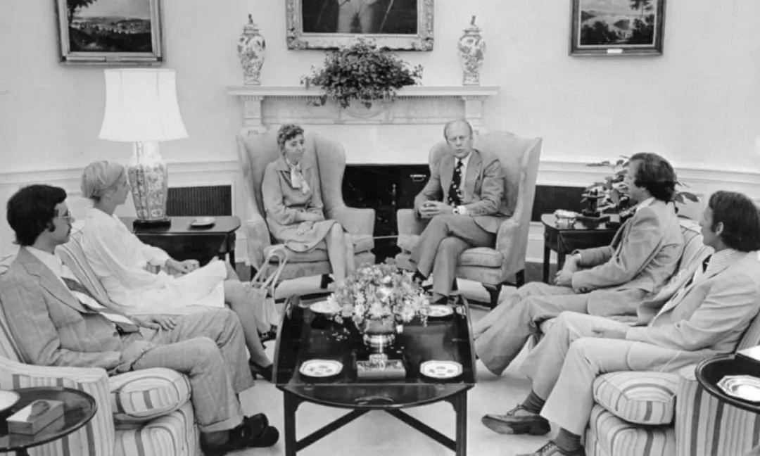 CIA绝密计划:脑控、致幻剂与离奇死亡